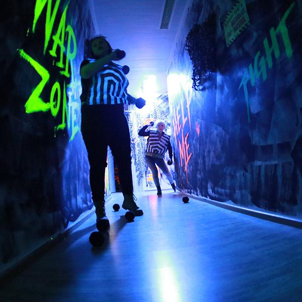 Lasersota luokkaretki kouluryhmä liikuntatunti